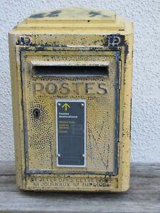 Ancienne boite aux lettres PTT réformée. La poste Dejoie & Cie 1961