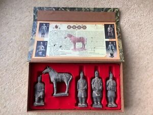 Set of Chinese Terracotta Army, 4 Soldiers & Horse, Clay Figures, Boxed - NEW