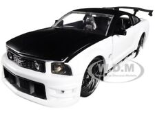 2006 FORD MUSTANG GT WHITE WITH BLACK TOP 1/24 DIECAST CAR MODEL BY JADA 99973