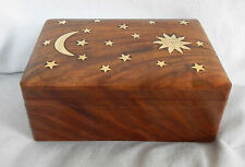Main en bois sculpté Secret Slide Lock Box-laiton Sun, Moon & Stars Inlay-Entièrement NEUF dans sa boîte
