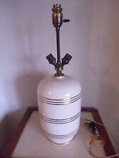 Lampe en céramique blanche et liserés dorés , BENOIT à LYON  époque 1930
