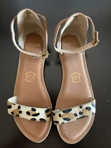 Novo Tavi leather Sandals - size 6