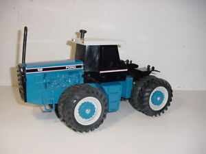 1/16 Ford 846 Versatile 4-Wheel Drive Tractor W/Box! 1991 Parts Mart!
