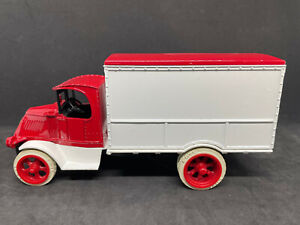 Ertl Red & White 1926 Mack Delivery Truck Bank with Key 1:38 NIB