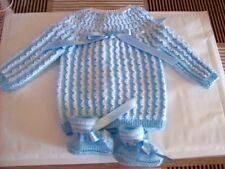brassiere  bébé mixte tricotée main en france bleu ciel rayé blanche chaussons