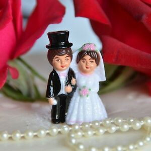 Set of 2 Traditional Bride and Groom Miniature Cake Toppers Brown Hair Top Hat
