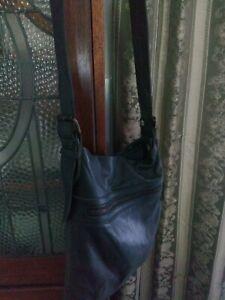 Mens Country Road Messenger Bag Leather Black