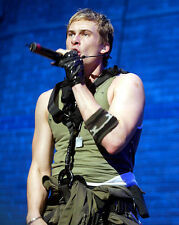 Lee Ryan UNSIGNED photo - H4309 - English singer-songwriter and actor