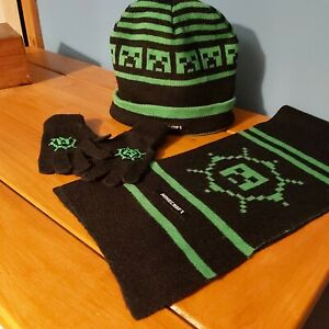 Minecraft Hat Scarf Gloves Set.  Green And Black.