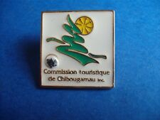 CHIBOUGAMAU COMMISSION TOURIST QUE VINTAGE PROMO HAT PIN BACK SOUVENIR BUTTON