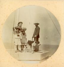 France, Un homme et ses enfants près de la mer, ca.1900, vintage citrate print V