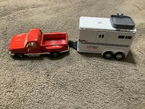Road Champs 1994 Ford F150 Pick-up 1:43 Diecast Truck & Horse Trailer