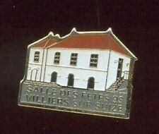 Anstecknadel - -saal Des Fest- Villiers Über Suize 1993 - Hoch-Marne (930)