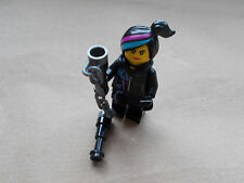 NEW THE LEGO MOVIE WYLDSTYLE MINIFIGURE TLM027 WITH HOOD FOLDED DOWN & WEAPON