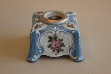 Ancien Porte plume en porcelaine peint main bleu avec décor floral (encrier)