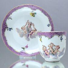Meissen um 1760: Tasse mit Putten, Schuppen in Purpur, Engel, cabinet cup, cupid