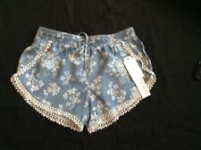 NWT Junior XS Denim Blue Floral Shorts Lace Trim Pull-On Tinseltown Lyocell