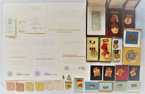 Konvolut DDR Orden Abzeichen Medaille Pin Urkunde MdI Stasi Aktivist Banner NVA