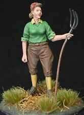 1/35 Scale resin kit WW2 British Land Army 'Girl with pitchfork'