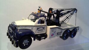 1960 B61 Mack Tow truck by  First Gear  - 1/25 scale High Detail  Diecast  New