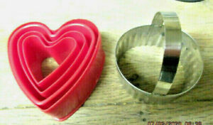 VINTAGE METAL PASTRY CUTTER PLASTIC HEART SHAPE VALENTINE CUTTER COOKIES BAKING
