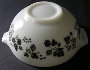 Vintage Pyrex Bowl ~ 2 1/2 Quarts ~ Gooseberry ~ #443 - White/Black