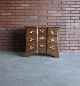 Chairside Chest / Chest / Traditional Chest / Nightstand / Bedside Chest