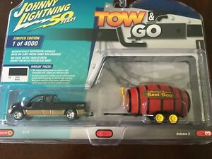 Johnny Lightning TOW & GO Black 2003 Ford F250 Super Cab with Root Beer Barrel
