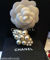 CHANEL White Cluster Pearl Gold Band sz J Small