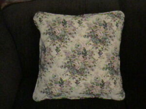NEW DECORATIVE ROSE TAPESTRY PILLOW WITH PIPPING EDGES