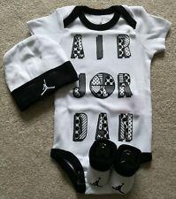Bebé Infantil Nike Jordan 3 piezas Conjunto de regalo blanca y negra, 0-6 meses/6-12 meses