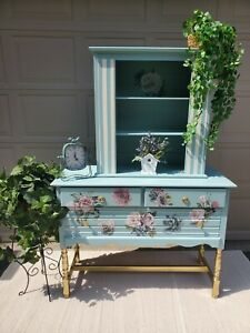 Spiegel Painted 2 Pc Hutch Solid Wood 2-Piece