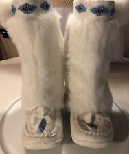 Soda Leather Faux Fur Beaded Womens 7-8 Mukluks Boots Pom Ties White