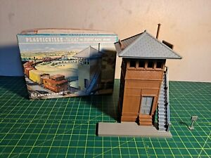 VINTAGE PLASTICVILLE SWITCH TOWER (#1631), BROWN SIDES, MED GRAY ROOF/TRIM, RARE