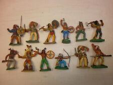 Konvolut 12 alte DDR Gummi Kunststoff Figuren zu 7.5cm Indianer Wildwest