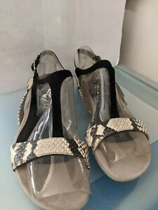 UNISA LEATHER SANDALS SIZE 39 AS NEW