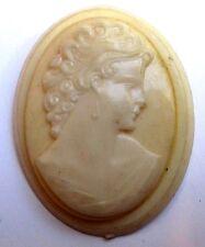 broche art déco bijou vintage camée beige buste de femme belle résine 3342
