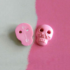 20 Skull Plastic Novelty Decor Halloween Sewing Buttons Cardmaking K524 Pink