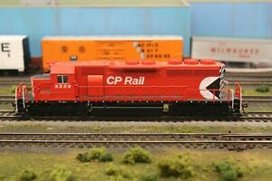 Kato HO CP Rail SD-40 #5559 with decoder