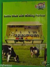 1:32 Kids Globe 610495 Kuhstall mit Melkraum und Liegeboxen für Siku Farmer