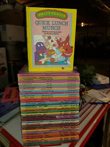 Lot/30 Complete Set Small A-Z Sweet Pickles Weekly Reader Books +EXTRAS #1125-SM