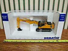 Komatsu PC450LC Excavator With Short Trowel By Universal Hobbies 1/50th Scale >