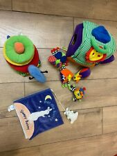 4 pcs soft toys/books for toddlers Guc