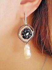 Onyx und Perlen Ohrhänger mit schwarzer & weißer Diamant in 18 Karat Gold hm1587