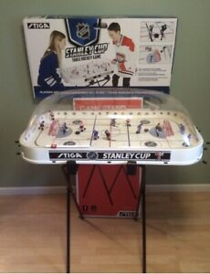 Stiga BRUINS-Rangers Rodwarriors NHL  HOCKEY Game BUBBLE DOME Adjustable Stand