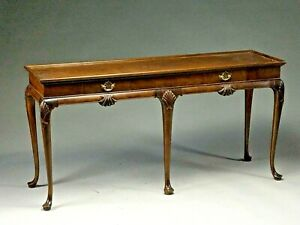 BEAUTIFUL BAKER WALNUT QUEEN ANNE STYLE CONSOLE OR SOFA TABLE.