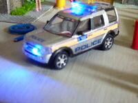 Oxford  oo gauge Police Land Rover with flashing emergency lights