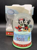 Disney Store 2011 Mickey Minnie Mouse Holiday Christmas Snow Globe Winter