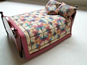 Dolls House Quilted Bed Set - Bed Spread, 2 x Pillows, & Cushion - 1/12th Scale
