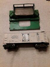 VINTAGE O scale Lionel Operating Milk Car #3462 & platform. (O/HO3101620)